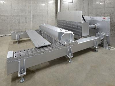 安全性試験室内に設置された圧壊試験装置