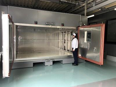 バッテリーパックがそのまま入る大型冷熱衝撃試験装置